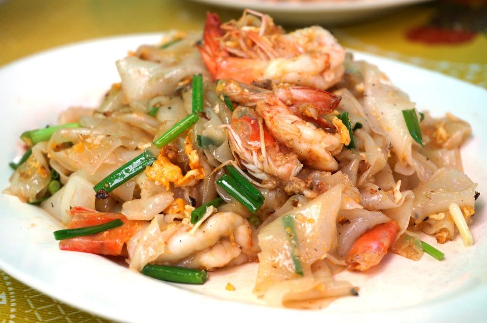 Egg and shrimp noodles at Tha Chang food market